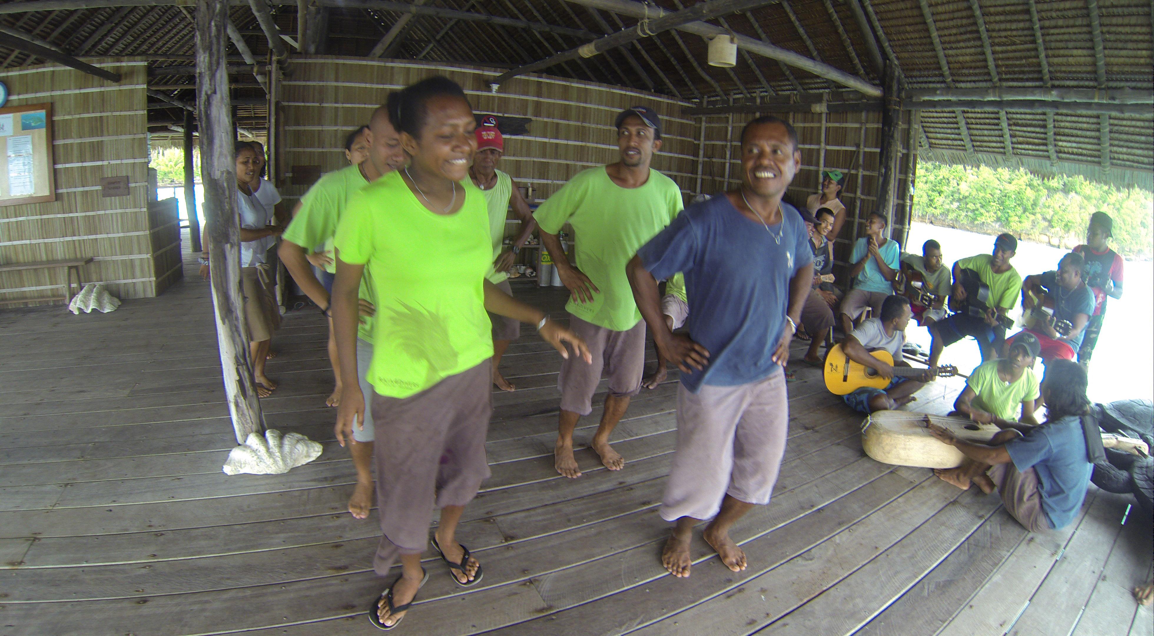Empfang mit Tanz & Musik, Raja4Divers, Pulau Pef/Raja Ampat (Foto aus GoPro-Video)