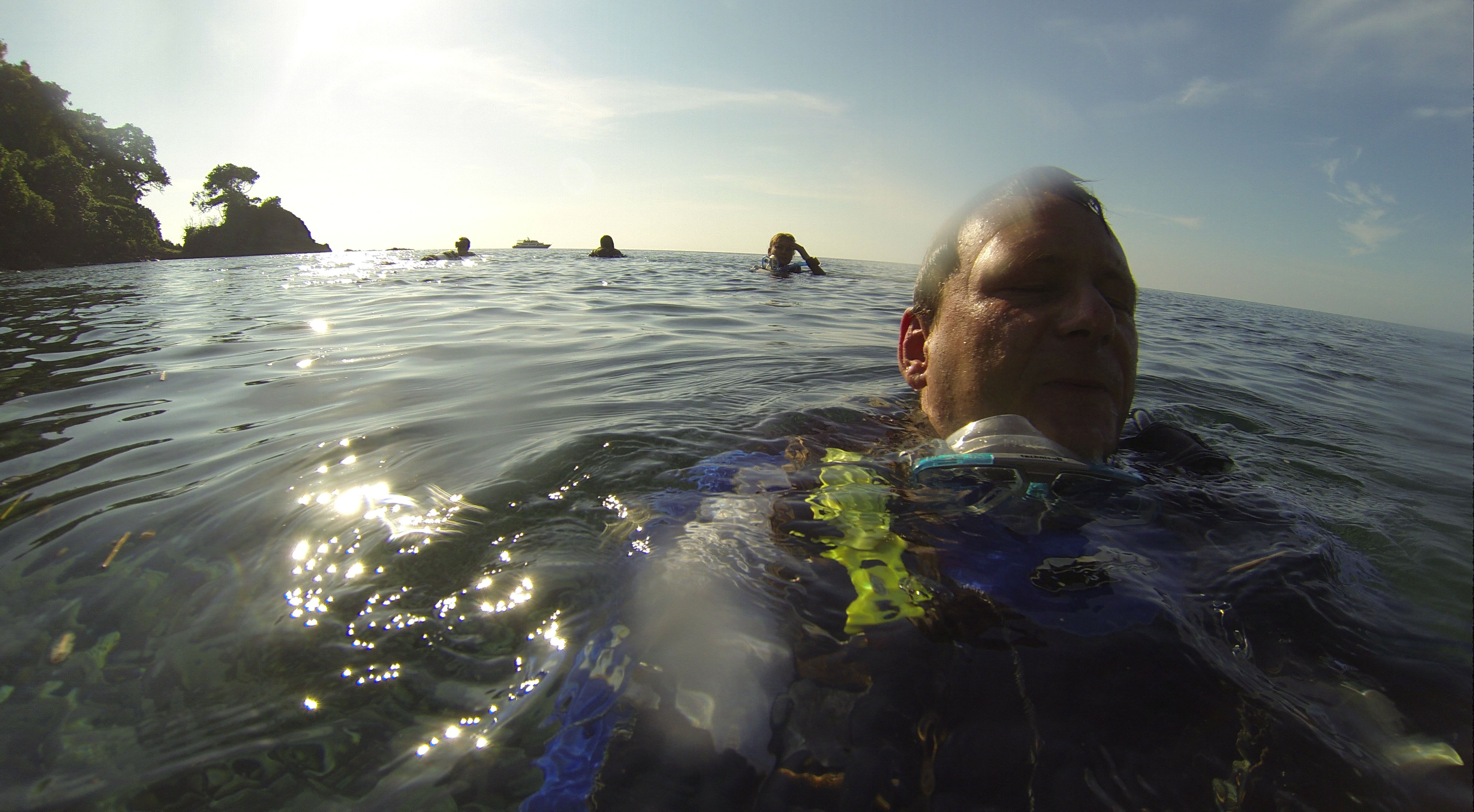Chris, Nadia, Tilo & Cardice + Mermaid II, Lighthouse Reef/Sangeang (Foto aus GoPro-Video)