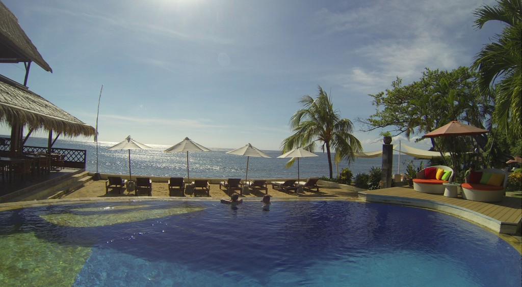 Pool + Restaurant, Tauch Terminal Resort, Tulamben/Bali (Foto aus GoPro-Video)